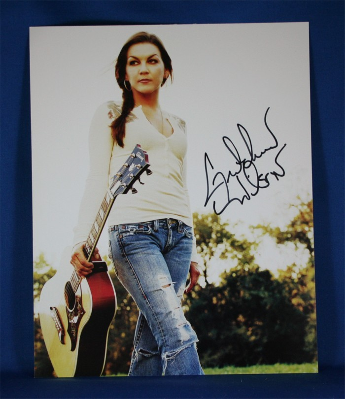 FFF Charities - Gretchen Wilson - autographed 8x10 color photograph #2