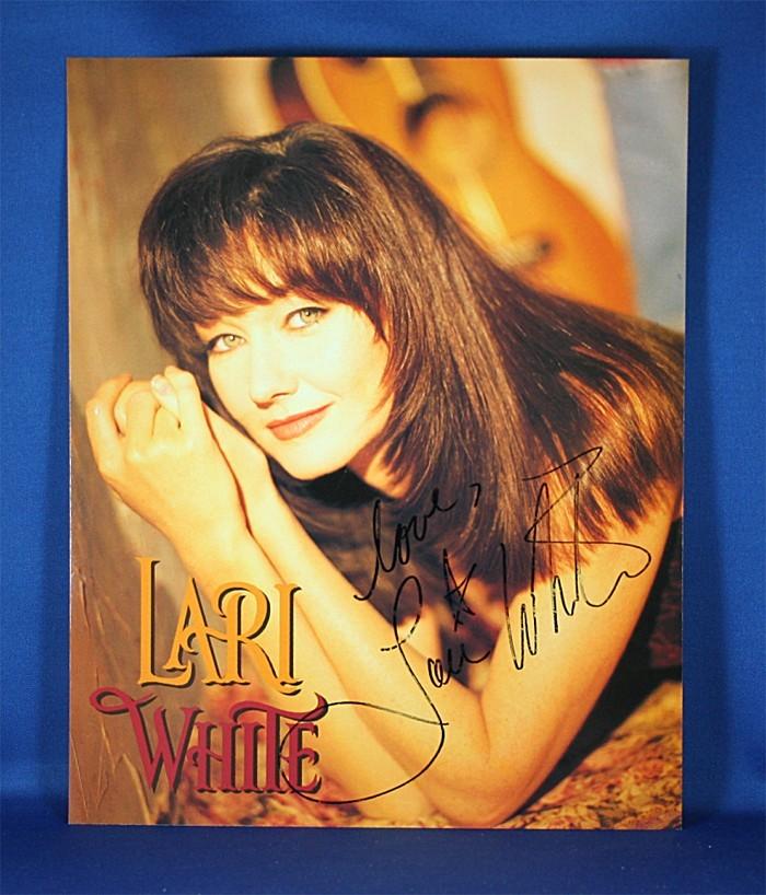 Lari White - autographed 8x10 color photograph
