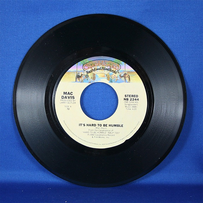 """Mac Davis - 45 LP """"It's Hard To Be Humble"""" & """"The Greatest Gift of All"""""""