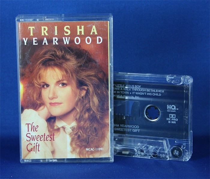 "Trisha Yearwood - cassette ""The Sweetest Gift"""