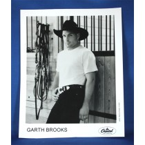 Garth Brooks - 8x10 black & white photograph in horse barn